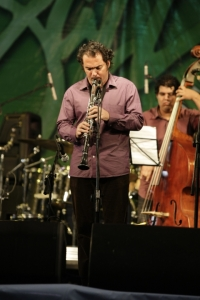 Ernesto Camilo Vega with Gastón Joya on double bass