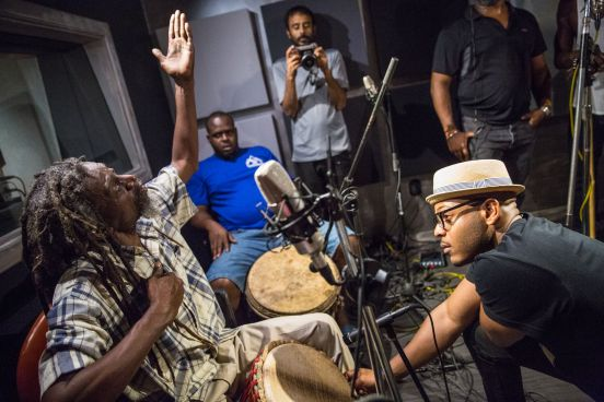 ...with 'Slim' and the Moruga Bois drummers. © Maria Nunes